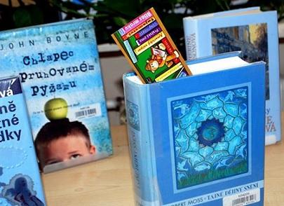 Knihy v modrém Facebook
